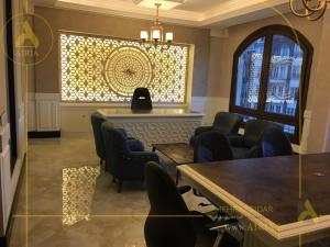 دیوار دکور در اجرای دکوراسیون داخلی اتاق مدیریت دفتر کار در تهران - الهیه