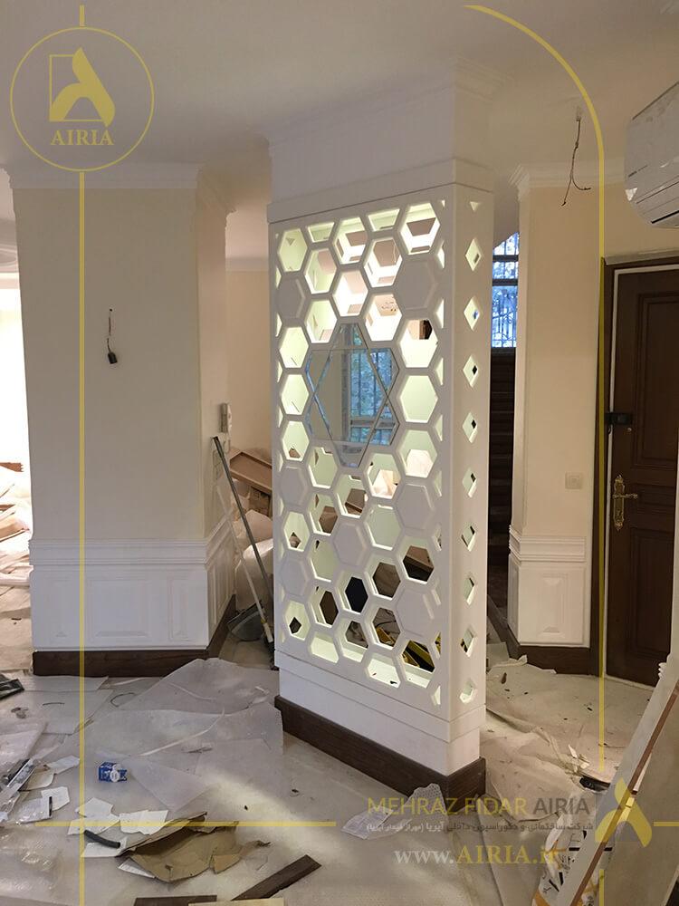 نمای نزدیک دیواره دکوراتیو در بازسازی و اجرای دکوراسیون داخلی سالن پذیرایی خانه تریبلکس در تهران - منظریه