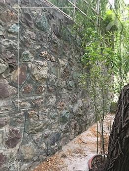 دیوارهای ویلا نیز باید کنترل شود تا شاید نیاز به بازسازی داشته باشد