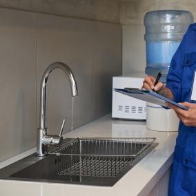 لوله کشی آب یکی از مهمترین آیتمها در کنترل تأسیسات قبل از بازسازی است
