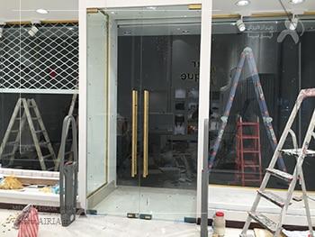 ورودی و ویترین مغازه احتمالاً در لیست بخشهای مختلف مغازه برای بازسازی قرار بگیرند